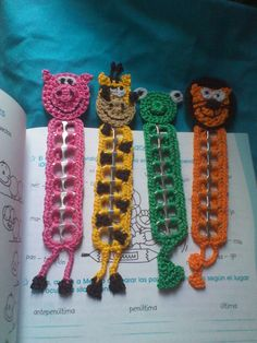 crochet animal bookmarks using pull tabs - Yahoo Image Search Results Soda Tab Crafts, Can Tab Crafts, Bottle Cap Crafts, Crochet Bookmarks, Crochet Books, Crochet Gifts, Pop Top Crafts, Crochet Stitches, Crochet Patterns