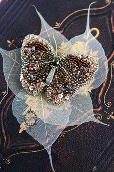 Sono felice di condividere l'ultimo arrivato nel mio negozio #etsy: Butterfly Brooch, Butterfly jewelry, Beaded Insect brooch, Steampunk brooch, Beetle brooch, Insect jewelry, Insect art Statement jewelry https://etsy.me/2I02gCU