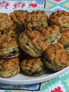 Ízőrző: Spenótos (vagy csalános)-fokhagymás pogácsa (kovászos) Bakery, Muffin, Food And Drink, Meat, Breakfast, Morning Coffee, Muffins, Cupcakes, Bakery Business
