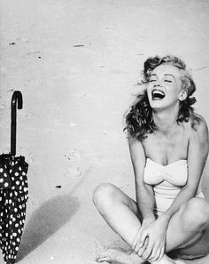 Marilyn Monroe photographed by Andre de Dienes, 1949 pic.twitter.com/jRZ8jqaPjr