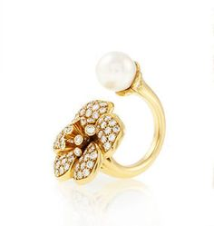 VAN CLEEF & ARPELS Between the Finger Diamond Pearl 18 Karat Yellow Gold RIng