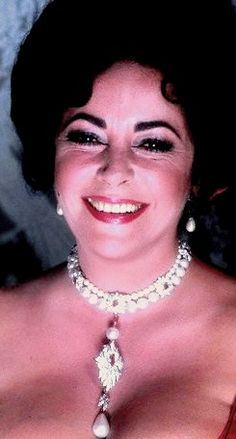 Laughing Liz Taylor wearing famous La Peregrina pearl