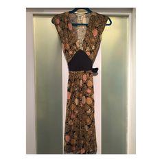 DvF Printed Silk Dress Very flattering swirl print DvF dress with black waist tie. Knee length. Diane von Furstenberg Dresses