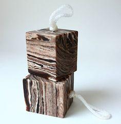 Soap on a rope-woodgrain soaps 나이테무늬 로프. 큐브비누 와송분말과 소루쟁이 분말로 나이테 무늬를 만듦 사이즈 5×5×6  170g 아직 크기도 들쑥날쑥  완전 큐브를 만들려니 사이즈가 너무 작은 느낌이..... #naturalsoap #handmadesoap #artisansoap #cpsoaps #coldprocess #soapmaking #savon #woodgrain #rope #soaponarope #cubesoap  #cp숙성비누#천연비누원데이 #로프비누 #큐브비누 #마블비누  #비누 홈스쿨#비누판매#천연비누