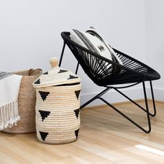 black-acapulco-chair-remodelista-citizenry