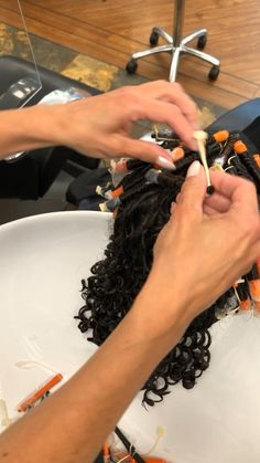 We are making a lot of spiral perm in our salon in Danmark Messy Curls, Pin Curls, Perm Hairstyles, Heatless Curls, Perm Rods, Perms, Story Video, Long Wavy Hair, Curlers