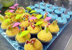 Google-kuvahaun tulos kohteessa http://www.jeneva.com/birthdaycakes/water%2520theme/beach%2520party%2520cupcakes.jpg
