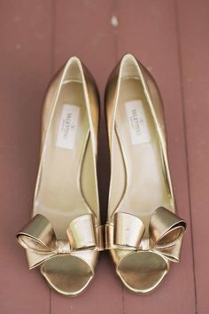 Gold wedding shoes by Valentino - Photo: Clean Plate Pictures