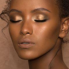 Shop Natasha Denona's Camel Eyeshadow Palette at Sephora. An eyeshadow palette with a range of five versatile, nude shades. Dark Skin Makeup, Nude Makeup, Makeup For Brown Eyes, Natural Makeup, Natural Beauty, Smoky Eyeshadow, Smokey Eye Makeup, Eyeshadow Looks, Eyeshadow Palette