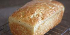 Aprenda a fazer essa receita simples, rápida e fácil de pão sem glúten e sem lactose feita no liquidificador, com ingredientes simples e que fica delicioso!