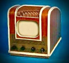 "1947 Farnsworth model GV-260 television with 10"" screen"