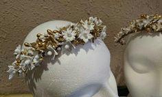 Corona comunión o novia, toda de flores porcelana fría, y pintadas en oro. Precio 185€ Hecha toda a mano en Mayenne's Tocados y Diademas Tarragona.
