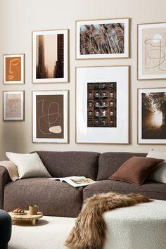 Relookez vos murs avec les affiches populaires de Desenio. Nous sortons de nouveaux posters chaque mois ! Home Living Room, Living Room Designs, Living Room Decor, Decorating Your Home, Diy Home Decor, Interior Decorating, Decor Room, Bedroom Decor, Home Interior
