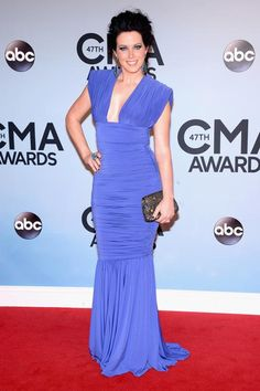 ShawnaThompson-CMAAwards.jpg  2013  great colour but skirt is too long and the bodice is not styled properly