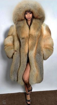 Cagney And Lacey, Chinchilla Fur, Fox Fur Coat, Red Fox, Fur Fashion, Coats For Women, Mantel, Faux Fur, Fur Hats