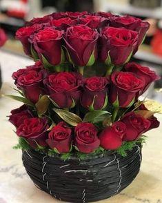 Ideas flowers arrangements gift valentines red roses for 2019 Valentine Flower Arrangements, Valentines Flowers, Beautiful Flower Arrangements, Valentine Nails, Valentine Ideas, Red Flowers, Pretty Flowers, Red Roses, Red Rose Flower