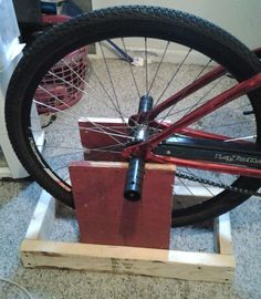 Indoor Bike Trainer : 8 Steps (with Pictures) - Instructables Bike Stand Diy, Bicycle Stand, Cruiser Bicycle, Diy Stationary Bike Trainer, Bicycle Rollers, Homemade Gym Equipment, Indoor Bike Trainer, Tiny House Furniture, Bicycle Workout