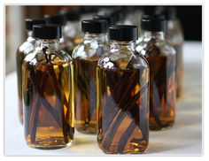 Make Your Own Vanilla Extract...(plus a link to a great resource for bottles & labels) wonderful holiday gift idea