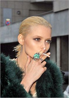 Here's a candid shot of Austrailian supermodel Abbey Lee Kershaw taking a smoke break in Paris, October just so totally love this mo. Abbey Lee Kershaw, Women Smoking, Girl Smoking, Le Smoking, Girls Smoking Cigarettes, Slicked Back Hair, Vs Models, Sleek Ponytail, Sleek Hairstyles