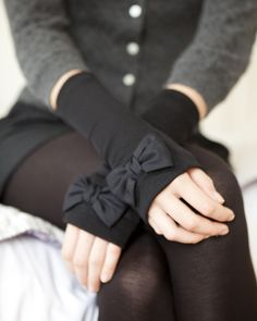 fingerless gloves with bows