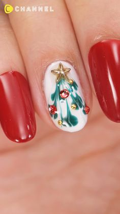 Christmas Tree Nails, Xmas Nail Art, Christmas Nail Art Designs, Xmas Nails, Diy Holiday Nails, Diy Christmas Nails Easy, Disney Christmas Nails, Snowman Nail Art, Peacock Christmas