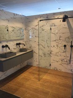 impressie showroom met getwet i am (zwart) douchecabine - aalbers, Badkamer