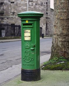 Irish mailbox in the Republic of Ireland ... and if there's a blighted crown upon it we'll just paint over it with the green.