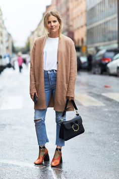 +-+Once+temperatures+begin+to+dip,+slip+a+cozy+cardigan+over+your+white+tee+and+add+a+pair+of+fishnet+sockswithyour+pumps.