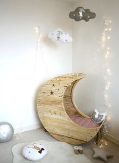 Upcycling shipping pallet into...The Moon Crib: This great idea comes from the designer Emilie from Creme Anglaise and her furniture maker-husband Jocelyn Costis. This crib is perfectly safe, it has been sanded and varnished with baby approved chemicals. It makes a very soft crib. It takes 12 days to make it and 3 weeks waiting list.
