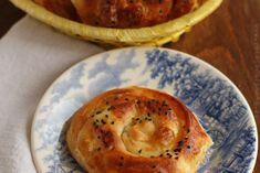 Placinte turcesti cu branza Oriental Food, Biscuit, Gem, Bakery, Deserts, Muffin, Cooking Recipes, Sweets, Cheese