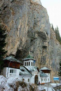 Schitul Peștera Ialomitei