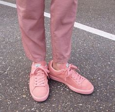 pink sneakers all pink everything pink sweatpants streetwear Fashion Week, Look Fashion, Mens Fashion, Pink Sneakers, Chunky Sneakers, Pale Tumblr, Ankle Boots, Puma Suede, Comme Des Garcons