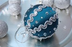 blue and silver christmas ball