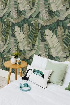 Embrace the jungle fever with this tropical wallpaper design. This mural will invigorate your home, leaving it feeling like a dreamy oasis. Full of intricate leaf illustrations in an array of greens. Pair with indoor plants and a pineapple or two to compl Interior Tropical, Tropical Home Decor, Tropical Houses, Tropical Colors, Tropical Furniture, Funky Wallpaper, Tropical Wallpaper, Modern Wallpaper, Designer Wallpaper