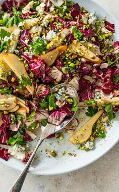 Radicchio Salad with Pear, Parsley, and Blue Cheese: Radicchio adds crunch and an assertive bite to salads, making it perfect to pair with funky blue cheese and ripe pears. Vegetable Recipes, Vegetarian Recipes, Healthy Recipes, Salad Dressing Recipes, Salad Recipes, Cooks Country Magazine, Quinoa Salat, Americas Test Kitchen, Easy Salads