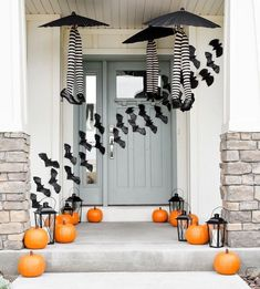 Happy of October! Fall is in full swing and it's time to start thinking about how you want to decorate your front porch for Halloween. Looking for the best Halloween front porch decor ideas? You've come to the right place! Halloween is just aroundRead Halloween Veranda, Casa Halloween, Halloween Front Doors, Outdoor Halloween, Halloween Ideas, Women Halloween, Halloween Costumes, Halloween Nails, Halloween Makeup