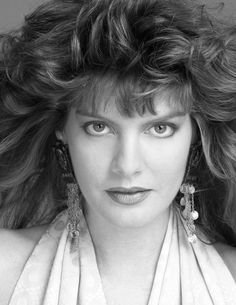 and top model turned actress Rene Russo turns 61 today - she was born in Some of her film credits include Tin Cup, Lethal Weapon 3 & In The Line of Fire and The Thomas Crown Affair (the 1999 version). Rene Russo, Duke Photos, Model One, Classic Beauty, Female Models, Movie Stars, Supermodels, Actors & Actresses, Mario