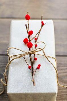 Már csak 15 nap van a karácsonyi ajándékbontásig! Nektek is folyton dilemmát okoz, hogy milyen köntösben adjátok át a nagy gonddal kiválas...