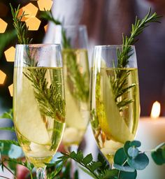 Bring a touch of festive cheer to any Christmas party with this stunningly decorated cocktail. Guests will love the sweet, dry flavours of the bubbles infused with sherry and pear. | Tesco