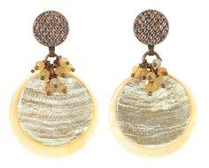 Boucles d'oreilles en nacre, pierre de lune et métal cuivré de nature bijoux.