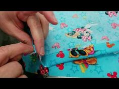 TUTORIAL CONEJO PORTA PIJAMA - YouTube Textiles, Youtube, Make It Yourself, Diy, Crafts, Videos, Scrappy Quilts, Home, Patterns