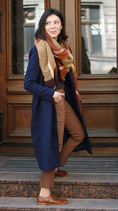 https://minimalissmo.blogspot.com/2017/11/granatowy-plaszcz-stylizacje.html  #fashion #moda #scarf #navyblue #coat #oxford #casual #camel #trendy
