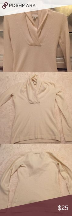 Banana Republic cream cowl neck sweater Banana Republic cream cowl neck sweater size extra size! Great condition! Banana Republic Sweaters Cowl & Turtlenecks