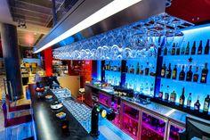 Leifur Eiriksson International Airport in Keflavik, Island. Architectural design: Arkitektur.is and Teiknark ehf - Lighting Designer: Mannvit, Jens Pétur A. Jensen - Photographed by Ágúst Sigurrjónsson #iGuzzini #light #lighting #colors #bar #experience
