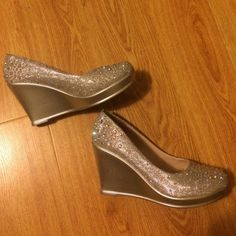 Silver glitter heels! good condition!!! Shoes