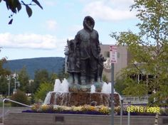 Fairbanks, AK: Alaska's First Family statue