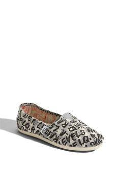 Tiny tiny shoes :)