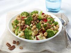 Salade de pois chiches, brocoli et pommes aux pacanes caramélisées
