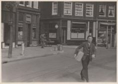 Foto vervaardigd in het kader van de arrestatie van 'joodse handelaren in gestolen bonnen' door onder andere rechercheur Willem Klarenbeek.