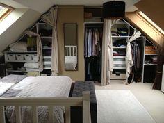 Dressing sous-pente avec rideaux et autres déco: Dressing: Mon problème... une chambre mansardée...